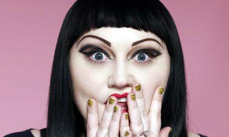les gestes beauté à suivre pas à pas pour un maquillage tête ronde