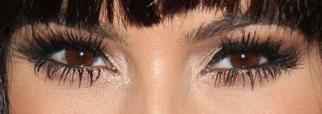 Se maquiller les yeux marron de façon sublime