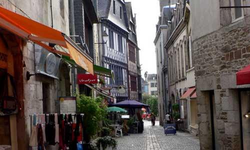 Les magasins de Quimper dans le Finistère, en Bretagne