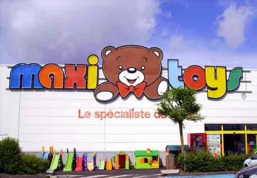 les magasins maxitoys en france. Black Bedroom Furniture Sets. Home Design Ideas